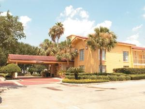 La Quinta Inn Houston Baytown West property photo